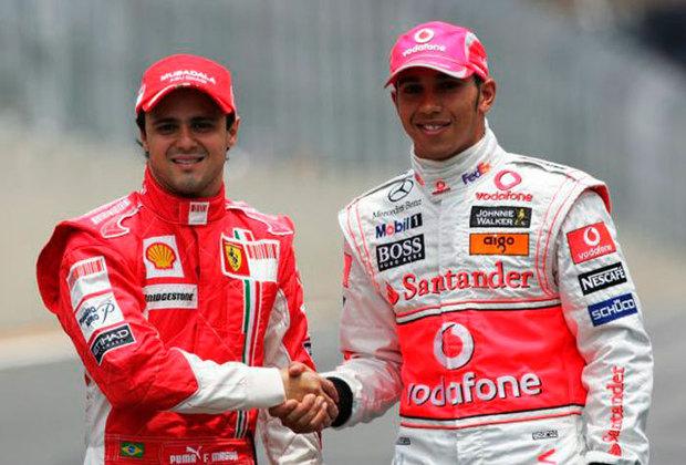 Massa perde na última curva: A temporada de 2008 da Fórmula foi eletrizante. No último circuito do ano, em Interlagos, o brasileiro Felipe Massa precisava de uma combinação para sagrar-se campeão. O brasileiro terminou a corrida em primeiro lugar e a Ferrari dava o título como certo. Contudo, na última curva, Lewis Hamilton ultrapassou Timo Glock e não só conseguiu o quinto lugar na corrida, como foi campeão e frustrou o brasileiro.