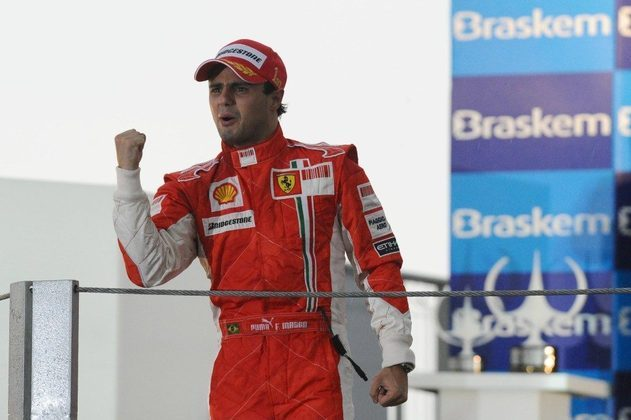 Massa se emocionou bastante no pódio. O piloto perdeu o título por apenas um ponto