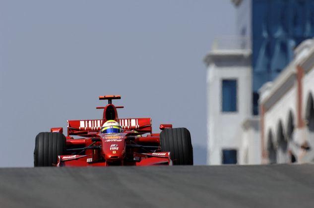 Massa viu Kimi Räikkönen próximo no final, mas cruzou a linha de chegada em primeiro para vencer novamente.