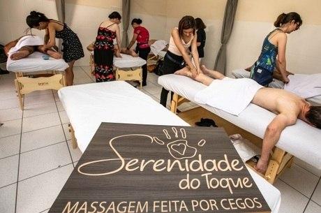 Cursos capacitam para massagem clássica, quick e reflexologia