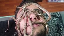 Massagem com cobras é a estranha tendência de saúde do momento