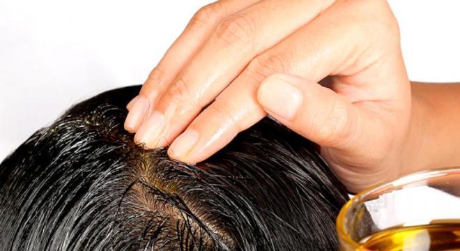 massagem no cabelo