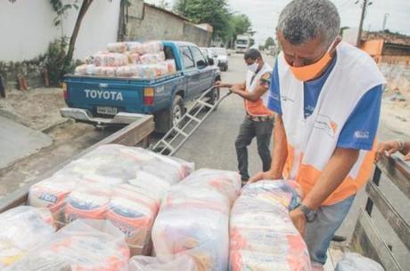 Ação distribui cestas básicas