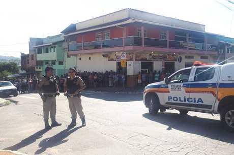 Crime aconteceu em frente a uma escola