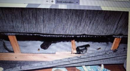 Armas foram escondidas dentro de sofá