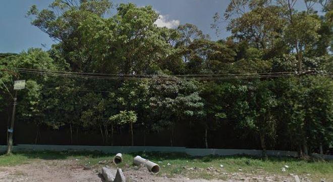 Corpo foi localizado em um matagal, no bairro Jardim Oriental, em Santo André