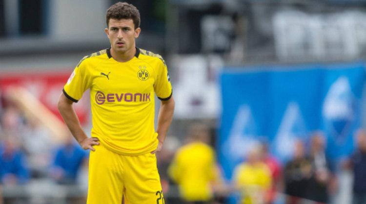 Mateu Morey resolveu a lateral direita do Borussia Dortmund.