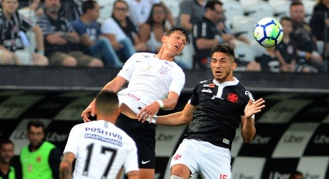 Corinthians vence Vasco e se afasta de rebaixamento no Brasileirão ... b5b3d88032543