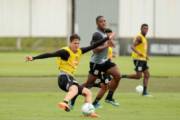 Mateus Vital, que entrou no segundo tempo da vitória sobre o Ceará, treinou em campo.