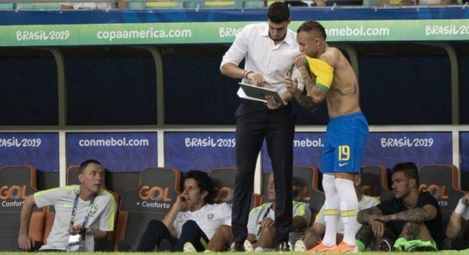 Matheus Bachi orientou Everton Cebolinha no empate entre Brasil x Venezuela