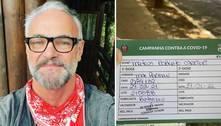 Mateus Carrieri, de 54 anos, toma vacina contra covid: 'Não furei fila'