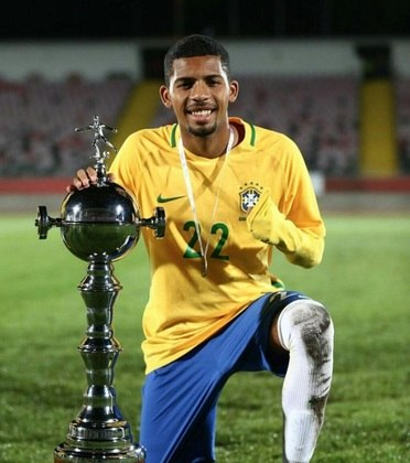 Matheus Fernandes - Barcelona (R$ 45 milhões ) O Barcelona anunciou a contratação de Matheus Fernandes, do Palmeiras, em janeiro de 2020. O clube pagou cerca 7 milhões de euros (R$ 45 milhões na cotação atual), além de outros 3 milhões de euros por metas futuras