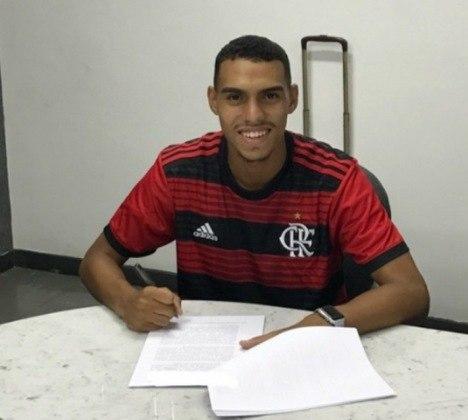 MATHEUZINHO - CONTRATO ATÉ: 30/06/2025 / Posição: lateral-direito / Nascimento: 08/09/ 2000 (19 anos) / Jogos pelo Flamengo: 4