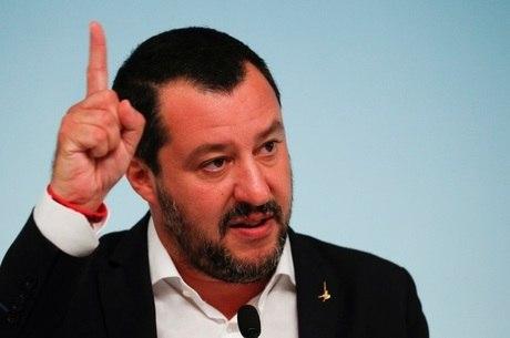 Governo italiano decidiu fechar os portos para imigrantes