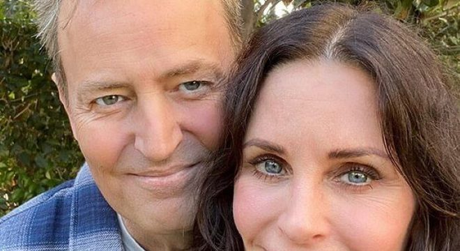 Friends: Courteney Cox e Matthew Perry publicam foto de encontro