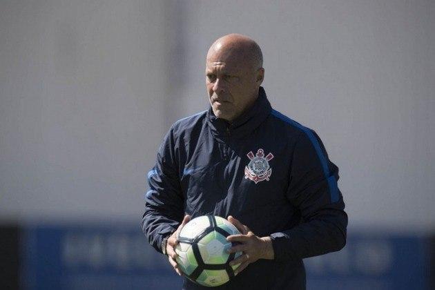 Mauri Lima - É o atual treinador de goleiros do Grêmio. Como jogador, defendeu clubes como Náutico, Mogi Mirim e Inter de Limeira. Tornou-se treinador de goleiros em 1998. Trabalhou no Corinthians e foi para a Arábia, antes de voltar para assumir a função no Grêmio