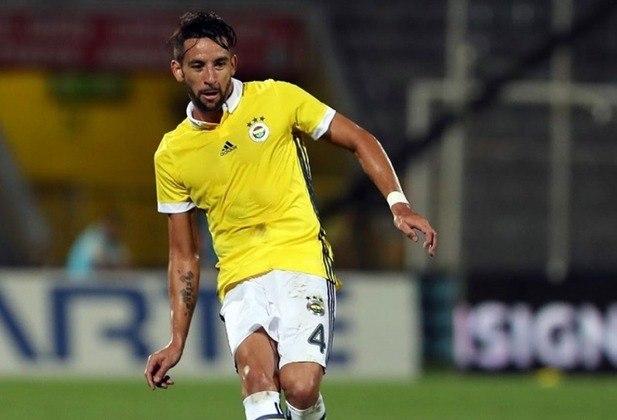 Maurício Isla (950 mil euros): Chile, lateral-direito, 32 anos. O último clube foi o Fenerbahce, antes de fechar com o Flamengo