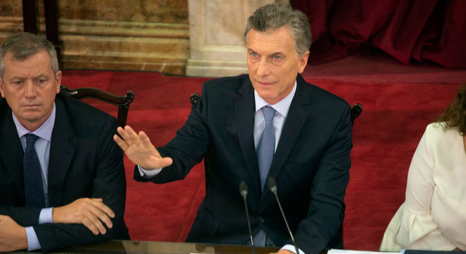 Macri afirmou que a situação econômica vai melhorar e pediu que a população 'aguente' enquanto isso não ocorre