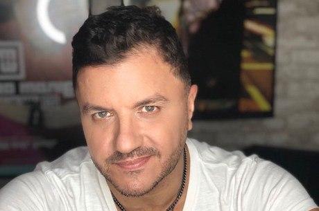 Mauricio Manieri recebe alta hospitalar