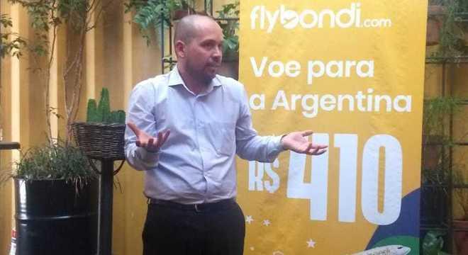 Maurício Sana, da Flybondi, durante anúncio da primeira rota no Brasil