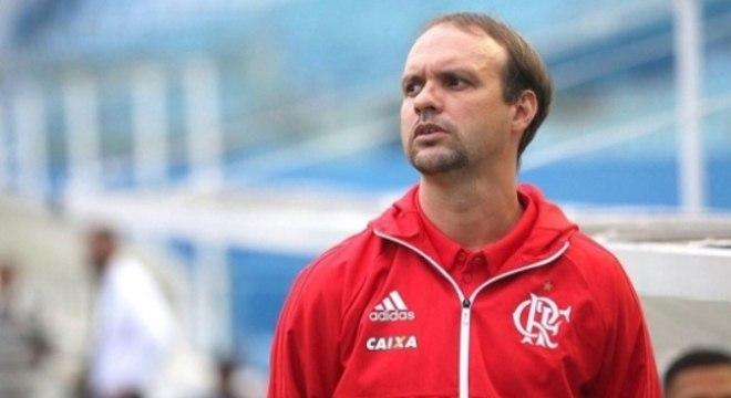 Maurício Souza festeja título do Fla no Carioca Sub-20 e projeta final difícil no Brasileiro: