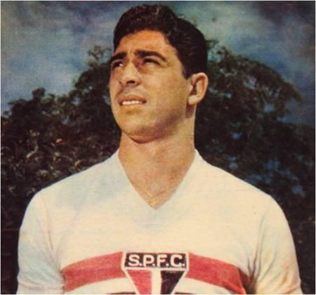 MAURO RAMOS DE OLIVEIRA- Referência na década de 60, Mauro Ramos soma nove títulos paulistas, além de ser bicampeão mundial e ter sido o capitão do Santos de Pelé. É uma lenda do Peixe e do Tricolor Paulista e um dos maiores do futebol brasileiro