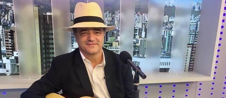 O apresentador Mauro Tramonte mostrando seus talentos no Balanço Geral MG