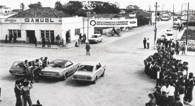 Belina, Maverick e Corcel prontos para iniciar o Raid pelo Brasil, em 1973