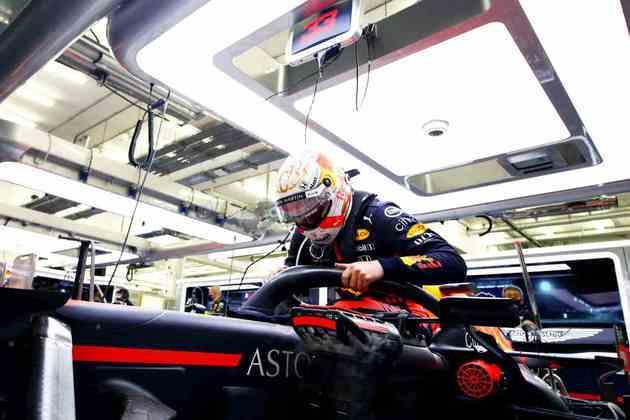 Max Verstappen bateu ainda na primeira volta.
