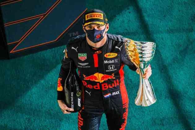 Max Verstappen celebra a vitória em Abu Dhabi.
