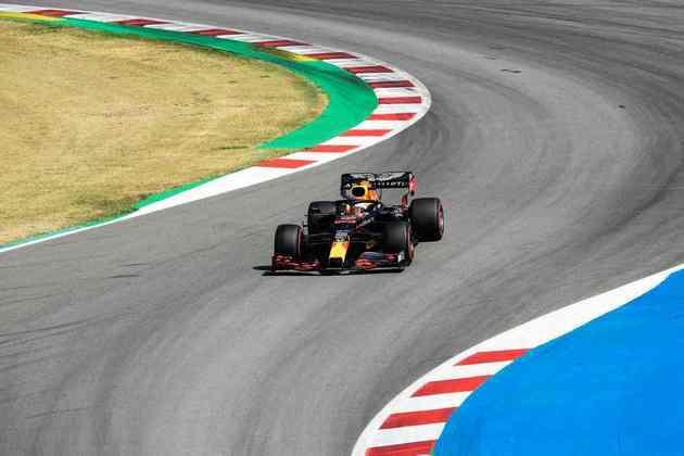 Max Verstappen em ação durante a classificação em Barcelona