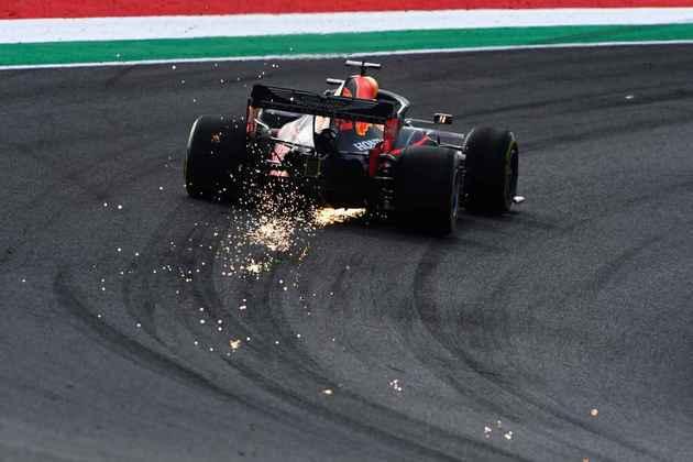 Max Verstappen em ação no veloz circuito de Mugello, palco do GP da Toscana