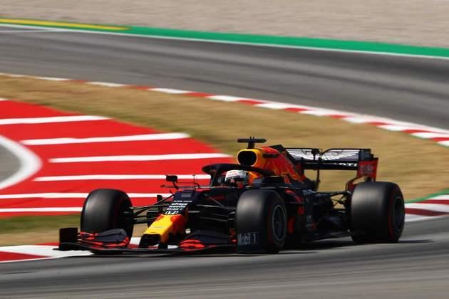 Max Verstappen fez o máximo possível para ficar perto das Mercedes e larga em terceiro