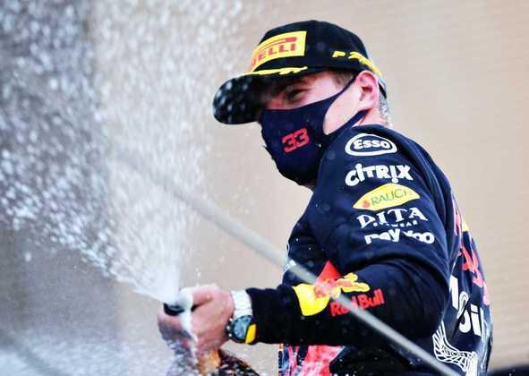 Max Verstappen foi o segundo colocado após ultrapassar Valtteri Bottas na largada