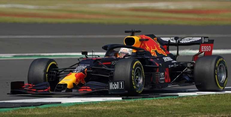 Max Verstappen largou com pneus duros e deu nó tático na Mercedes
