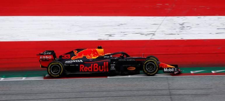 Max Verstappen perdeu uma posição durante a corrida e ficou em terceiro