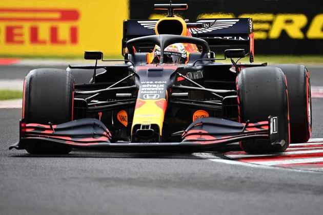 Max Verstappen reclamou muito da Red Bull neste sábado (18) e sai em oitavo