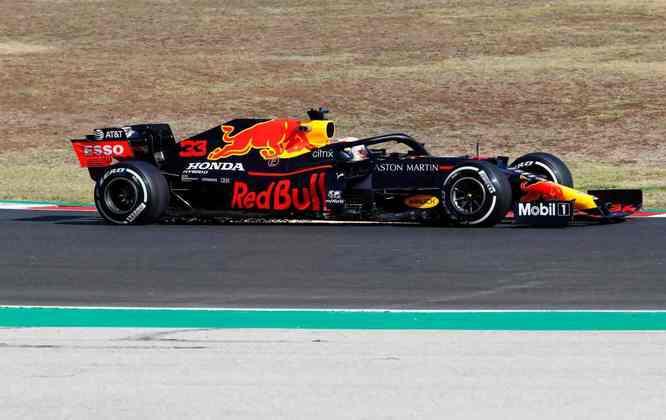 Max Verstappen também empreendeu grande trajetória neste sábado em Portugal. O holandês despontou até com chances de largar na pole, mas no fim acabou sendo superado por Hamilton e Bottas. O holandês vai largar na terceira posição, a habitual para as condições que a Red Bull lhe oferece no momento: 1min16s904