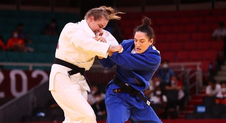 Mayra Aguiar enfrentou adversária mais pesada do que ela, mas, mesmo assim, venceu