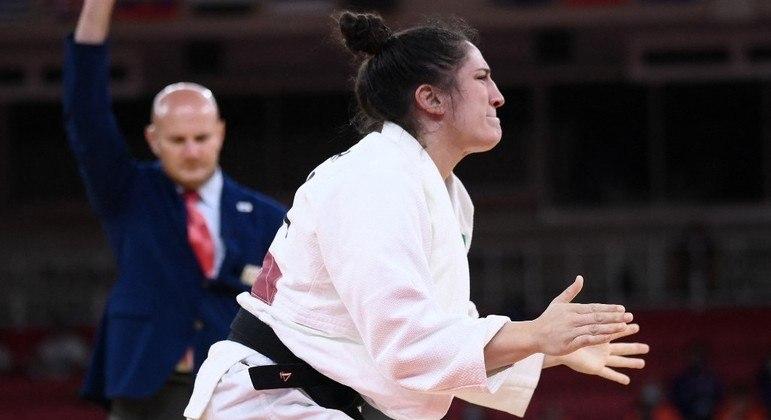 Mayra Aguiar vibrou muito com vitória sobre sul-coreana Hyunji Yoon no Nippon Budokan