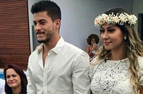 Mayra armou um casamento surpresa para o então namorado