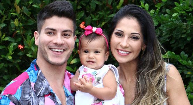 Mayra Cardi fez festa para a filha com cardápio sem glúten, lactose e açúcar