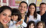 Mayra Cardi deu o que falar nas redes sociais, nesta terça-feira (29), após posar junto com os dois ex-maridos, o empresário Nelson Rangel e o ator Arthur Aguiar.