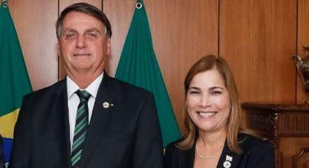 Na imagem, Jair Bolsonaro e Mayra Pinheiro