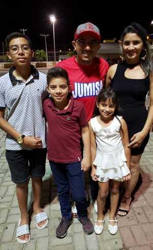 Mazzaropi, com os filhos e esposa