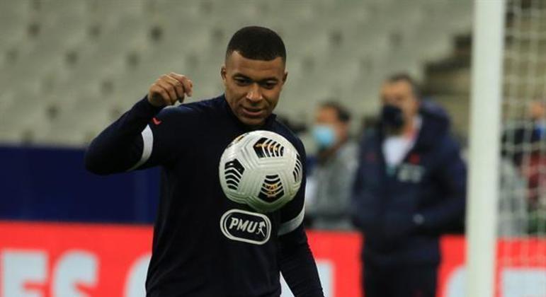 Mbappé deve permanecer no PSG até pelo menos junho de 2022