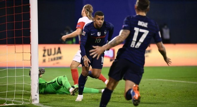 Mesmo apagadíssimo, Mbappé salvou a França