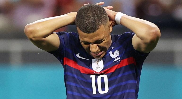 Eurocopa foi cruel com o astro Mbappé, que desperdiçou cobrança decisiva contra Suíça