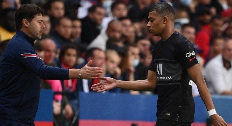 Atacante francês disse que Neymar não toca a bola para ele