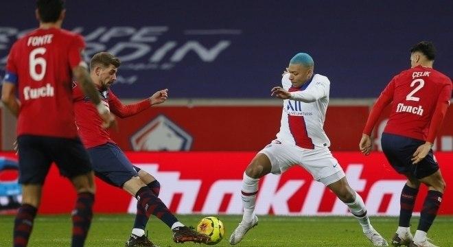 M´Bappé lutou, mas não conseguiu levar PSG à vitória sobre o Lille